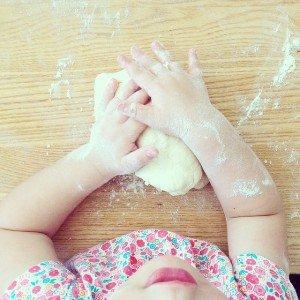 Backen in der Kinderspielküche